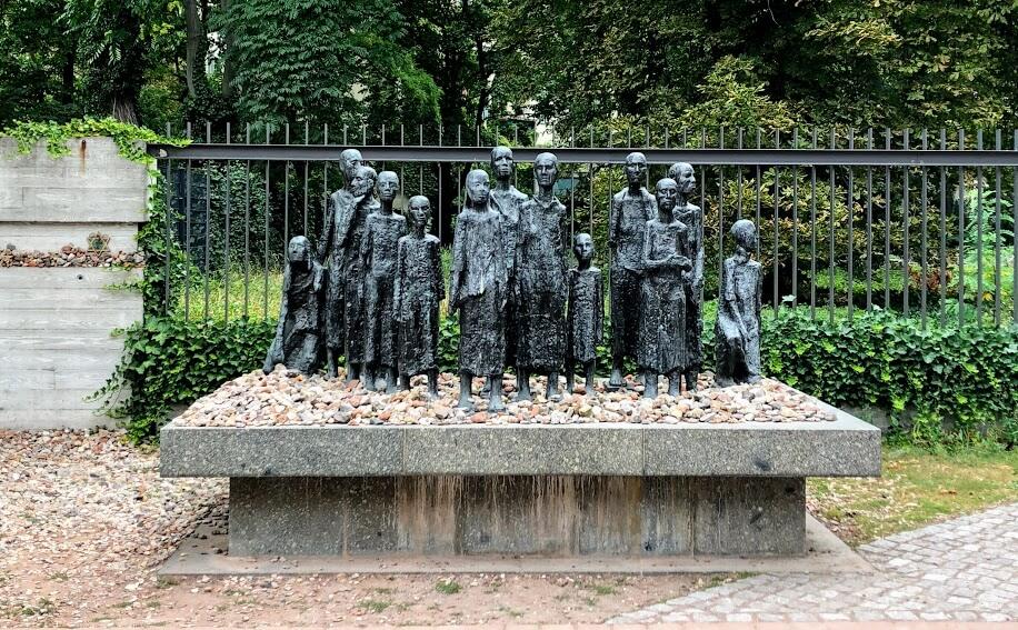 Antigo cemitério judeu, um dos pontos turísticos de berlim.