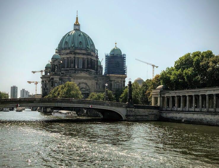 O que fazer em Berlim: vista do rio Spree para a ilha dos museus